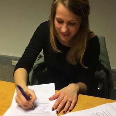 Boekblad: 'Anne Moraal tekent auteurscontract met Lebowski'
