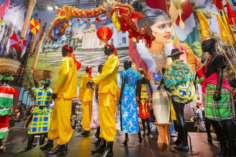 De Grote Suriname-tentoonstelling door de ogen van een 77-jarige Surinaams-Nederlandse - Jonah Falke