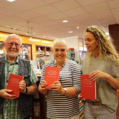 50.000ste exemplaar 't Hooge Nest uitgereikt aan Roxane van Iperen  - Roxane van Iperen