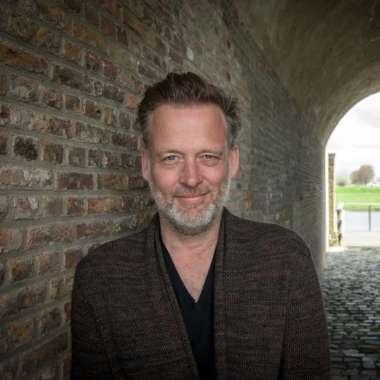 Erik Jan Harmens start een podcast bij Trouw