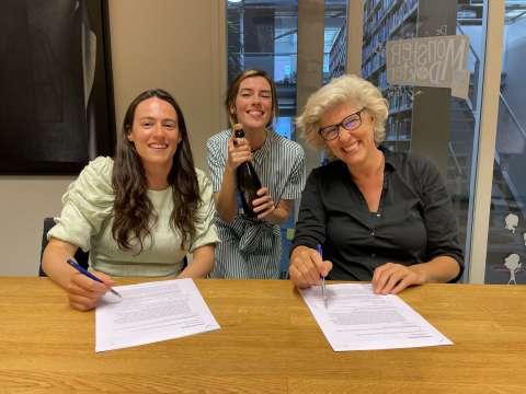 Joosje Duk tekent voor haar debuut bij Lebowski Publishers