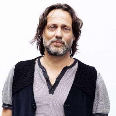 Terugkijken: Hugo Borst bij Jinek over theaterstuk 'Ma'  - Hugo Borst